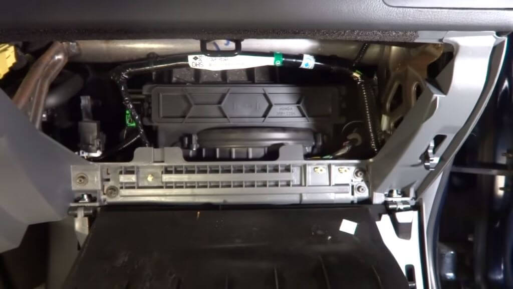 замена фильтра салона хонда аккорд спб